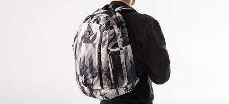 Sledite modnim trendom in nosite šolske torbe in nahrbtnike za prosti čas v stilu