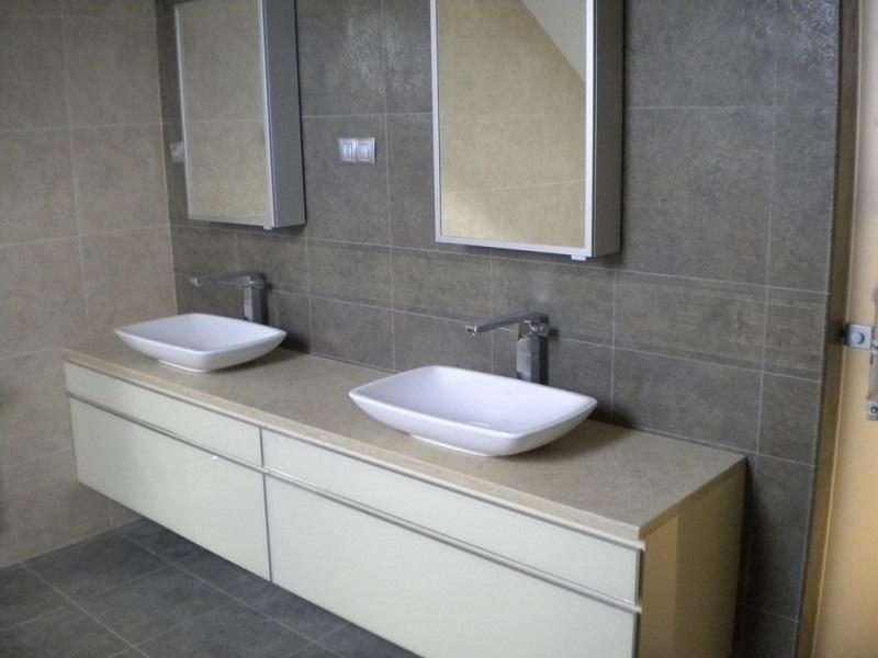 Kamnite plošče v kopalnici